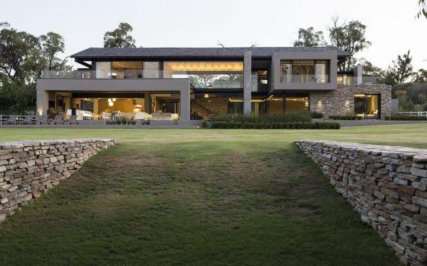 casa-com-arquitetura-moderna-fachada-bonita
